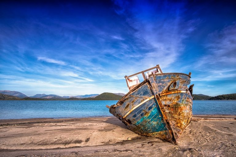 Read more about the article Lost at Sea: Classic Tales of Shipwrecks and Survival