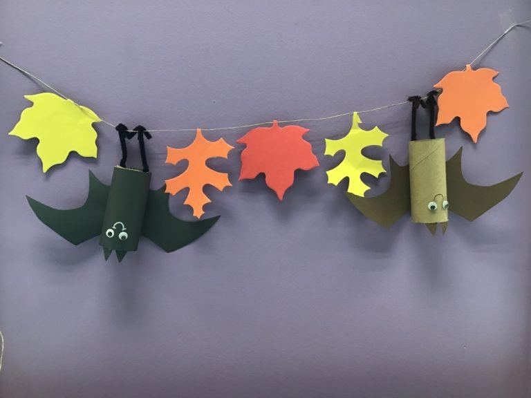 Read more about the article Read it, Make It: Hanging Bat Craft